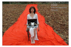 Concha Vidal presenta en Sa Màniga la comedia 'Trastorno obsesivo por internet'
