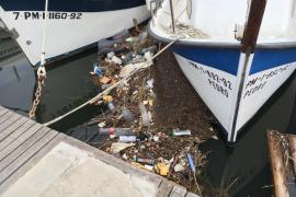 El Govern propone que los pescadores lleven a puerto la basura que encuentren en el mar