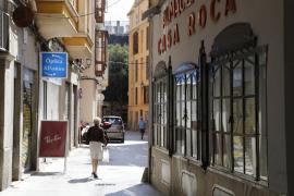 Los vecinos de Canamunt piden la prohibición del alquiler turístico en viviendas plurifamiliares