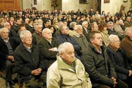 Multitudinaria despedida en Manacor a la mallorquina que murió arrollada en Almería