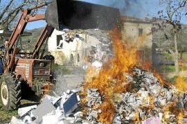 La oposición critica la quema ilegal del material decomisado por la Policía Local
