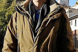 Pide ayuda para identificar al joven que le dio un cabezazo en Palma