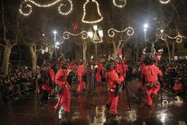 Sant Antoni y el Dimoni vencen al frío y a la lluvia en Sa Pobla