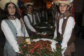 El pueblo celebra Santa Bàrbara con una 'bunyolada' regada con mistela