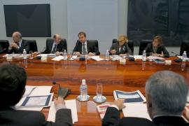 Zapatero doblega a los controladores aéreos al imponer el estado de alarma