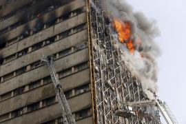 Derrumbe de un centro comercial en Teherán