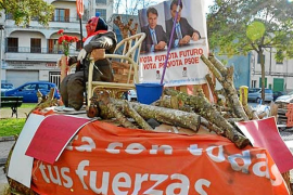 El PSIB justifica la quema de la imagen de Felipe González en Manacor como un «acto de diversión»