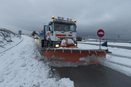 La UME se moviliza para asistir a los atrapados por la nieve