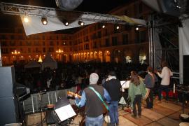 Cort dice que más de 28.000 personas asistieron a las plazas de los conciertos de la Revetla