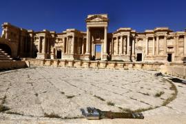 El Estado Islámico dinamita parte del teatro romano y el Tetrapilón de Palmira