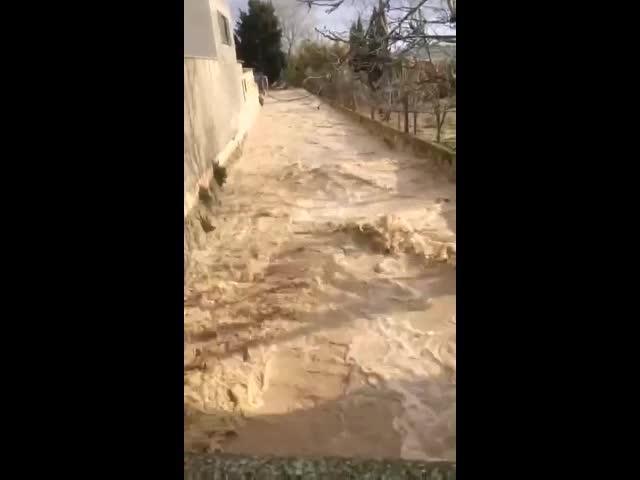 Numerosas inundaciones y cierre de carreteras a causa del temporal de lluvia