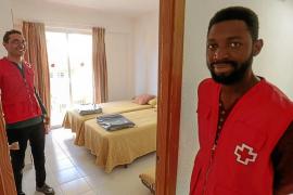 Asilados de ocho nacionalidades conviven en el albergue de Palma