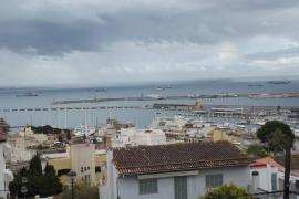 El temporal obliga al fondeo de diez buques en la bahía de Palma