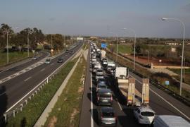 Retenciones en la autopista de Inca debido a las obras de asfaltado