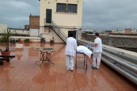 Hospital General: Dos meses sin ascensor de Cuidados Paliativos; enfermos y fallecidos son transportados por la terraza, bajo la lluvia