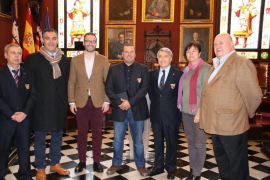 Cort reconoce la trayectoria del campeón de Pesca Submarina Pedro Carbonell