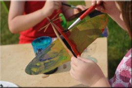 Abacus organiza un taller para montar y pintar juguetes de cartón de Leolandia