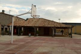 Tots per Pollença denuncia «la desidia» del equipo de gobierno por haber dejado fuera de servicio el bar del polideportivo