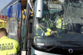 La madre del conductor del autobús escolar que se siniestró y dio positivo en cocaína: «Consume cualquiera»