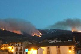 La nieve extingue un gran incendio en la Sierra de Béjar