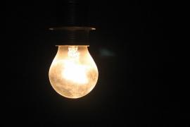 El precio de la electricidad se sitúa este sábado en 61,42 euros por MWh, un 33% menos que los máximos marcados