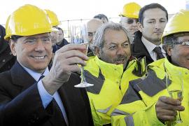 La Fiscalía investiga una supuesta compra de votos de Berlusconi