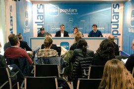 Prohens (PP) critica que se «venda la silla del Parlament al mejor postor»