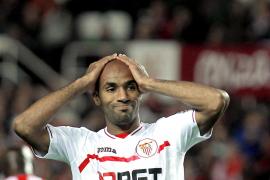 El Almería gana tras nueve jornadas ante un Sevilla que toca fondo