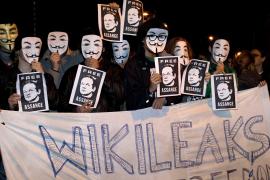 Cientos de personas piden libertad para Assange y no más acoso a Wikileaks
