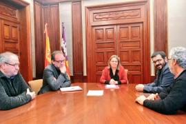La delegada del Gobierno ofrece ayuda de la Guardia Civil contra la Xylella