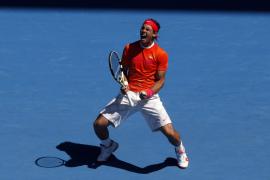 El tenista español Rafael Nadal celebra su victoria ante el croata Ivo Karlovic.