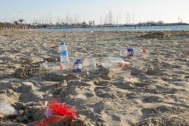 El uso de envases de vidrio en las playas de Palma será multado con hasta 750 euros