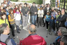 Un centenar de personas reivindican la titularidad pública del Camí de Can Mallol