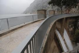 Emaya propone ahora reducir a la mitad la compra de agua desalada
