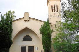 El rector precinta la iglesia de la Cala Sant Vicenç y negociará la propiedad con el Ajuntament de Pollença
