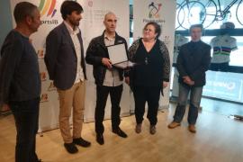 El Govern homenajea al ciclista Vicenç Reynés