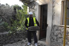 El alcalde «derriba» las casas de Llucalcari