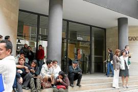 Recogida de firmas y concentraciones por el caos informático en los juzgados