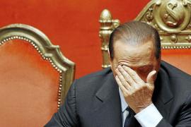 Berlusconi propone un pacto a los centristas antes de afrontar hoy el voto decisivo