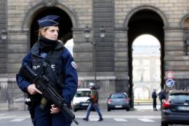«Ataque terrorista» frustrado a las puertas del museo Louvre de París