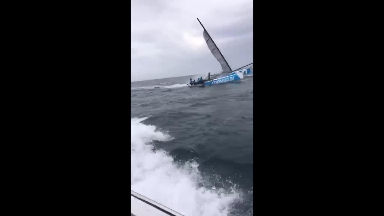 El fuerte viento en Mallorca rompe el mástil del catamarán de Iker Martínez sin causar daños personales