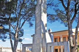 Esquerra Unida reclama la retirada del monolito franquista de Son Servera