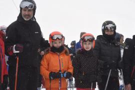 La Familia Real disfruta de una jornada de esquí en Astún