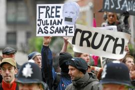 Suecia fuerza que Assange siga preso al apelar el fallo del juez