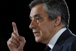 Fillon pide perdón por haber contratado a su familia como asistentes parlamentarios