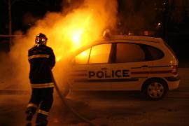 La supuesta violación con una porra de un agente a un detenido aviva la indignación en un suburbio de París