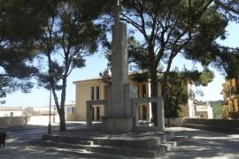 EU reclama la retirada del monumento franquista de Son Servera y la dignificación de la fosa de sa Coma