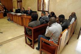 El Supremo rebaja la condena a un funcionario que falsificaba pasaportes