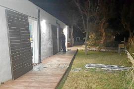 En estado grave una mujer en Andratx tras la explosión de un espray insecticida por el fuego de una chimenea