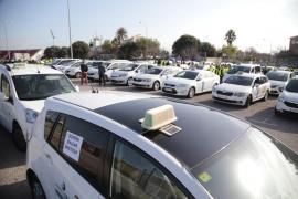 Los taxistas se movilizan contra las líneas de autobús desde el aeropuerto